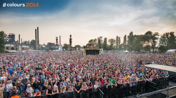 The crowd in front of the festivals' main stage