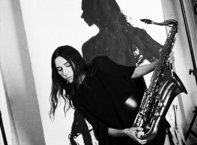 PJ Harvey - Photo by Maria Mochnacz