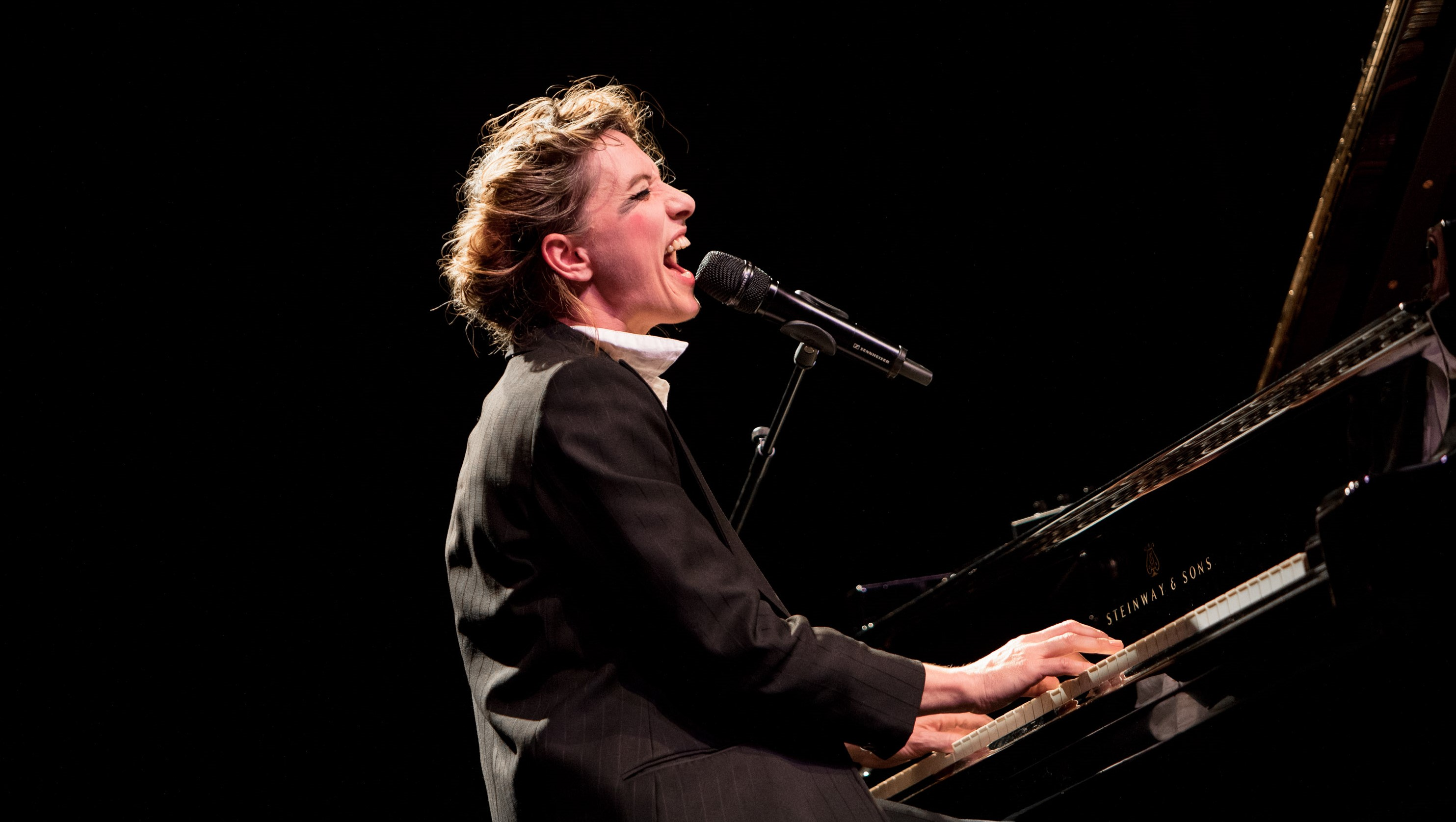 Amanda Palmer Images interview: how amanda palmer is carriedher community